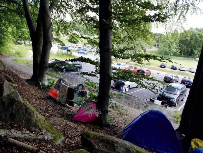 Här i Kallebäck har EU-migrantera slagit läger. Kommunen vill få bort dem. I morgon ska polis slå till mot lägret. Foto: Anna Svanberg