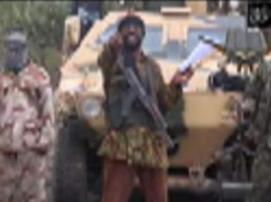 ANSVARIG. Boko Haram-ledaren Abubakar Shekau i en film efter bortrövandet av över 270 flickor från en skola i Chibok.
