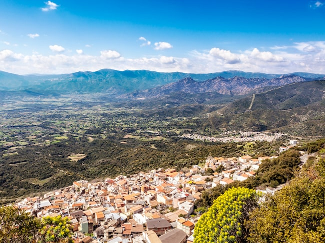 Staden Baunei ligger i svårmanövrerade bergstrakter på Sardinien.