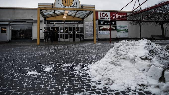 Lokala kriminella och utländska ligor står för en stor del av snatterierna på Ica nära i Sätra, enligt butiksinnehavaren. Foto: ALEX LJUNGDAHL