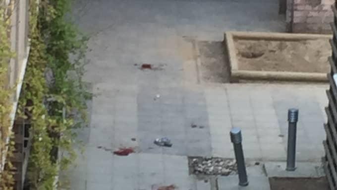 Här syns blod på platsen. Foto: Läsarbild