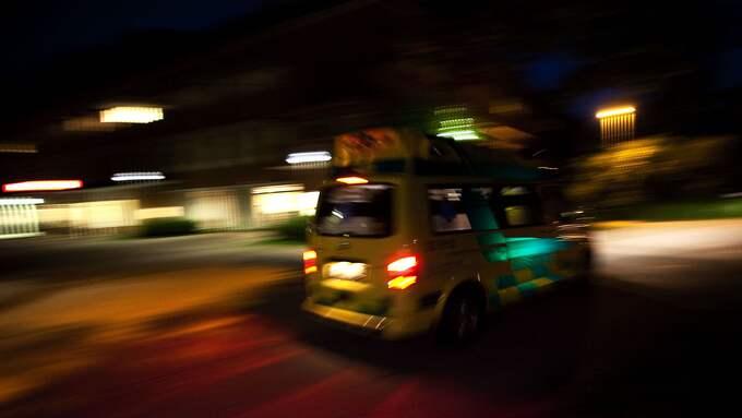 Under nyårsaftonen har en ambulans blivit beskjuten med fyrverkerier i Göteborg. OBS, bilden är från ett annat tillfälle. Foto: ROGER VIKSTRÖM