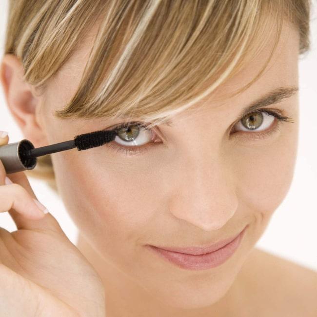 <span>Vilken mascara blir bäst i test? Och hur målar man egentligen ögonfransarna så de blir perfekt långa och täta? Här får du smarta sminktips.<br></span>