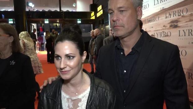 """Nour El Refai och Henrik Schyffert kom för att se Peter Dalles nya komedi """"Lyrro"""""""