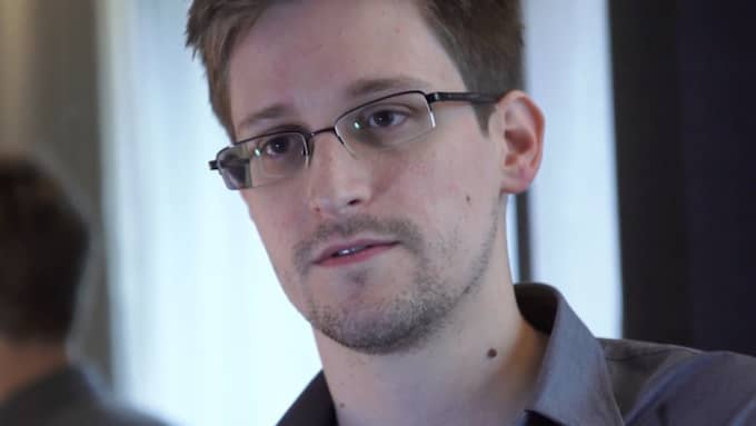 Edward Snowden försvarar Assange. Foto: The Guardian/Getty Images
