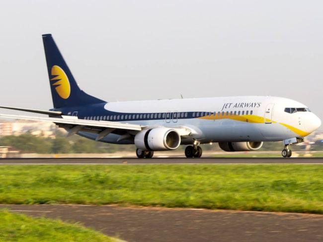 Planet hade just landat i Bombay. Då öppnade en av passagerarna nödutgången.