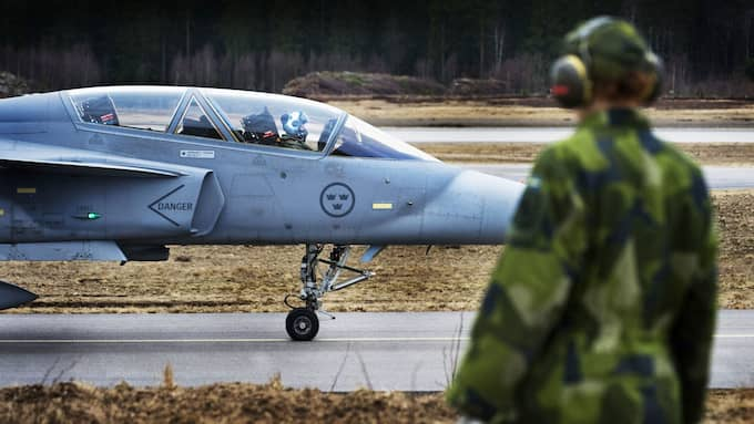 I september inleds försvarsövningen Aurora 17 i Göteborg. På bilden svenska JAS 39D Gripen. Foto: LARS PEHRSON/SCANPIX