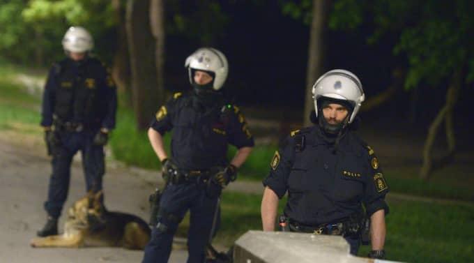 Polisen på plats i Husby. Foto: Johan Nilsson / Scanpix