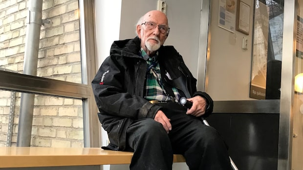 Gunnar, 82, fastnade i timmar efter taxirazzian