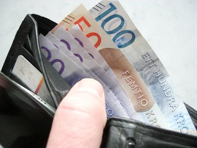 Mindre pengar i plånboken när hushållen tvingas betala mer i amortering – men också ett sparande till en själv.