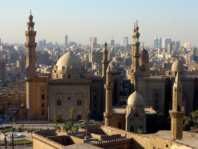 Till mångmiljonstaden Kairo går inga charterresor, hit tar du dig för egen räkning.