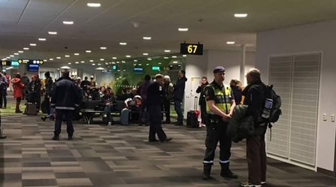 Kasta Väskor På Arlanda : Flyg fr?n berlin kontrollerades p? arlanda nyheter