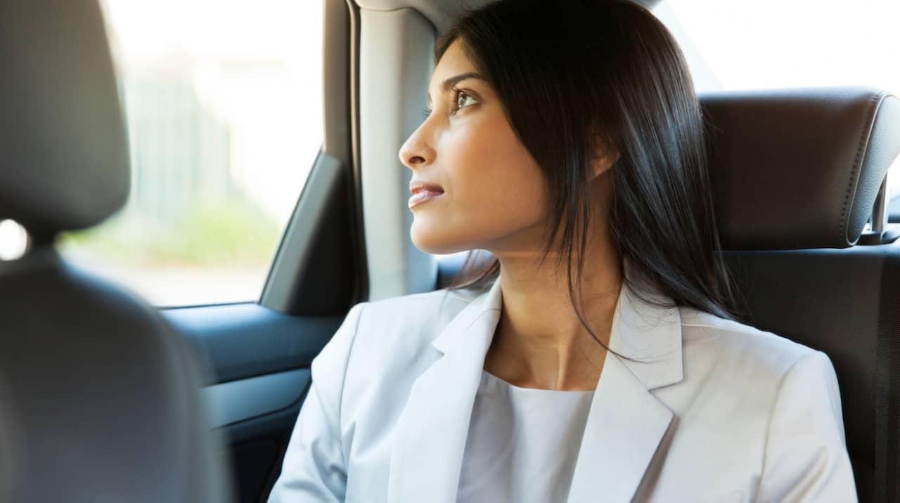 Kvinnliga ledsagare för resor
