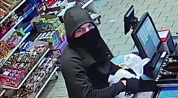 Knivbeväpnad rånare överraskade Abdullah