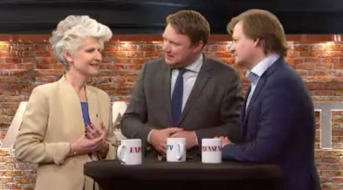 """Anna Maria Corazza Bildt (M) och Carl Schlyter (MP) i """"Bara politik – med Niklas Svensson""""."""