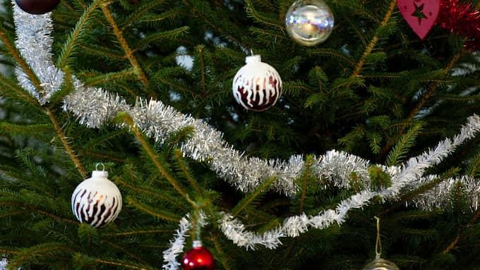 Några dagar före jul ska Jenny och en kompis dela ut alla skänkta julklappar till familjer i Landskrona som behöver. Foto: PONTUS LUNDAHL / TT / TT NYHETSBYRÅN