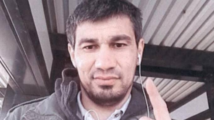 Rakhmat Akilov tog bild på sig själva innan terrordådet i Stockholm. Foto: / POLISEN