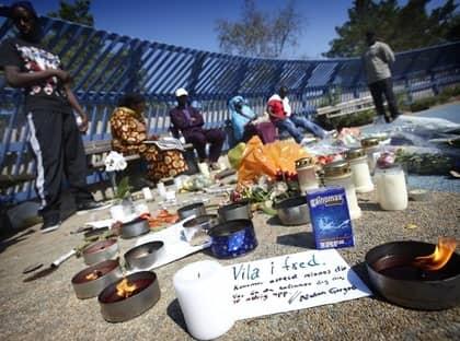 Mordplatsen i Alby. Seedys familj är samlad. Foto: Fredrik Persson