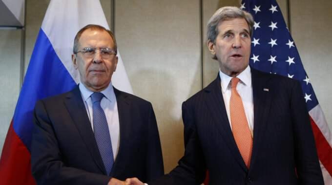 Sergei Lavrov och John Kerry. Foto: Matthias Schrader