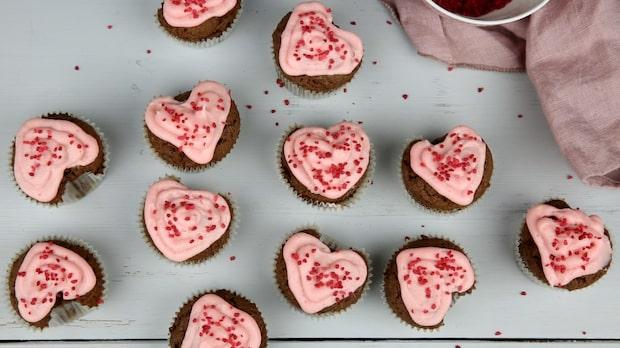 Söta hjärtformade cupkakes till alla hjärtans dag