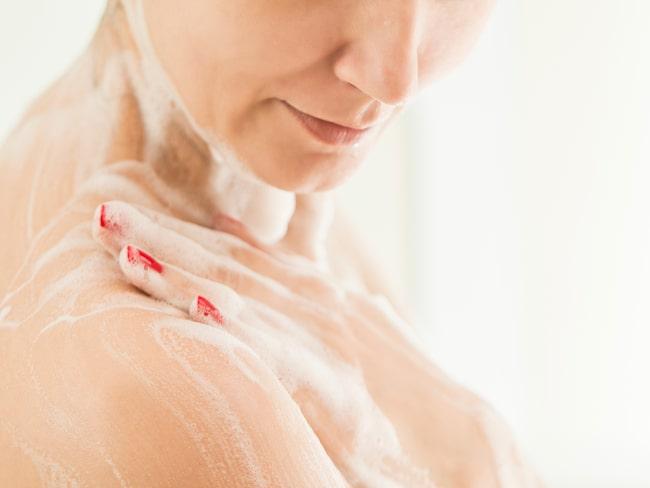 Svamparna måste bytas ofta och ska inte förvaras i badrummet, där det är varmt och fuktigt.