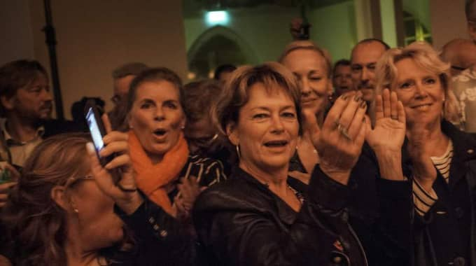 Lena Adelsohn Liljeroth och Lena Ek (till höger) var två av ministrarna som rockade loss på den hemliga efterfesten i Visby. Foto: Karl Melander
