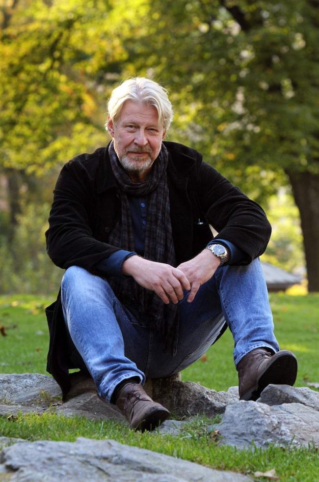 <span>Under inspelningen av &quot;En man som heter Ove&quot; fyllde Rolf Lassgård 60 år: &quot;Det var nog en bra terapi. Jag har ju varit beredd på det, men det har varit så fullt upp att jag inte hunnit tänka så mycket på det – det kanske kommer nu...&quot;</span>