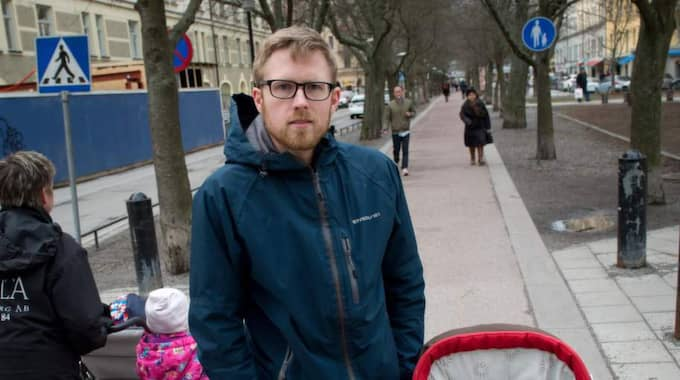 Anders Persson, 32, föräldraledig miljöinspektör med dottern Amanda 1 år, Stockholm: Jo det ska jag. Som symbolhandling tycker jag att det är bra men det vill till lite mer om vi faktiskt vill ha en förändring. Det krävs politiska beslut för att något ska hända i verkligheten och för det krävs en medvetenhet hos allmänheten. Foto: Hampus Hagstedt