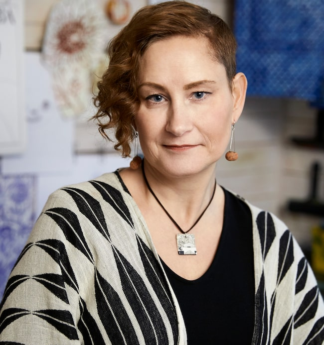 """När Catharina Edlund drabbades av bröstcancer för några år sedan fick måleriet en ny plats i hennes liv. """"Min konst är som terapi, och jag vill ge betraktaren en bild att drömma sig bort i, på sitt eget sätt."""""""