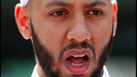 Mohammed Mahmoud, imanen, hyllas nu som en hjälte.
