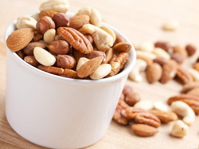 <span>När du fyllt 40 kan det vara bra att tänka på intag av magnesium, kalcium och vitamin D. Bra mat är exempelvis fet fisk, nötter och frön.</span>
