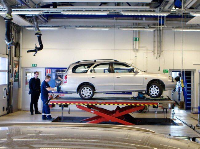 Transportstyrelsen har tagit fram ett förslag för nya regler för besiktning. Klubbas förslaget igenom innebär det långt färre besiktningar för bilägare.