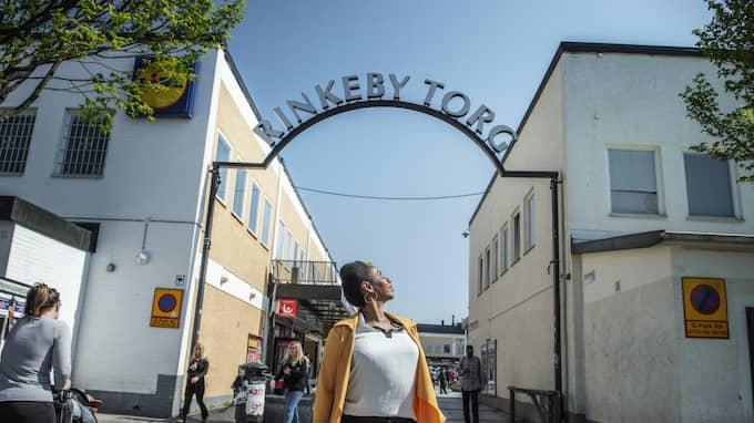 """Ubah Musse flyttade till Rinkeby som 15-åring. I dag bor hon i Kista, men beskriver sin relation till Rinkeby som """"delägare"""". Foto: Anna-Karin Nilsson"""