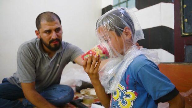 Småbarnspappan har gjort gasmasker för att skydda sina barn