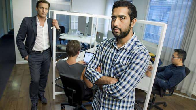 Programmeraren Tayaab Shabab med sin nuvarande chef Mathias Plank (t.v.) på företaget Dynamo. Foto: CLAUDIO BRESCIANI/TT