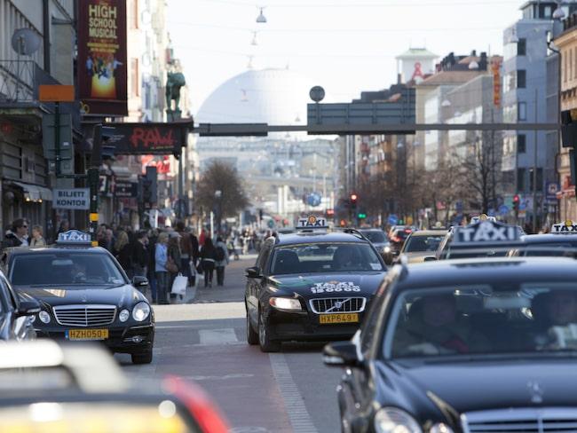 Transportstyrelsen föreslår införandet av miljözoner som ska gälla personbilar, mc samt lätta lastbilar och bussar.