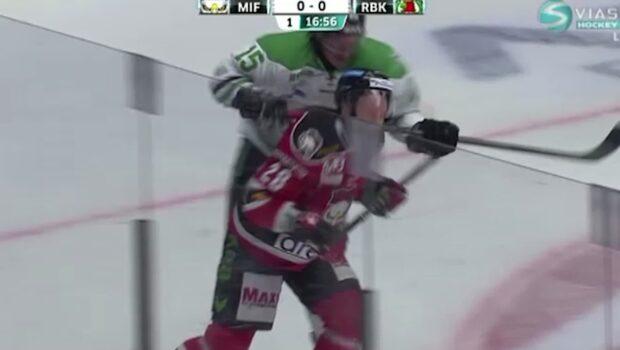 Åtalades för hockeymisshandel - vill frias med hjälp av film