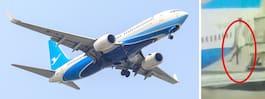 Ögonblicket när flygvärdinnan trillar ur flygplanet