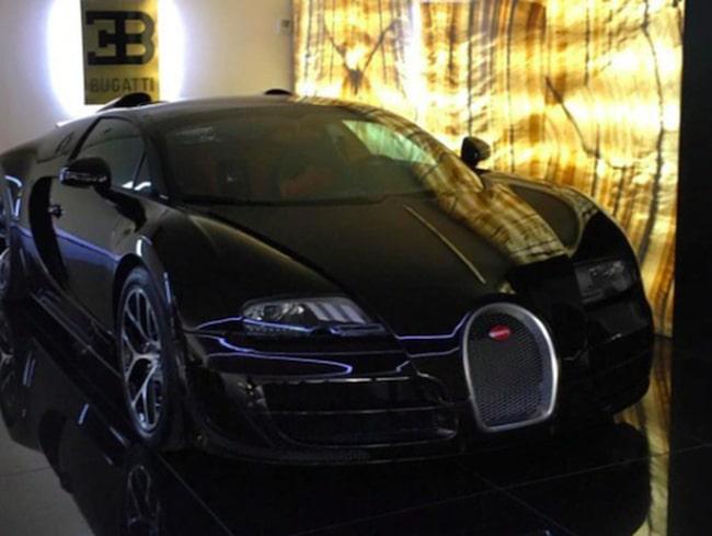 Det firar han med att köpa en ovanlig version av Bugatti Veyron.