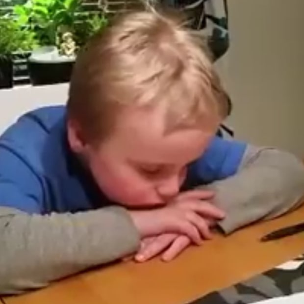 Lukas måste göra läxan på tid