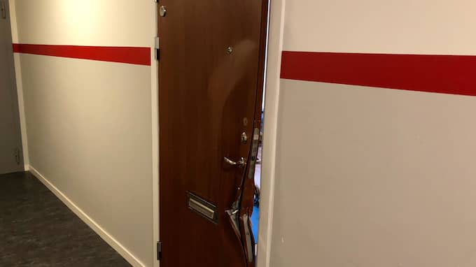 Dörren som bröts upp i Akalla under morgonen. Foto: Janne Åkesson/Swepix
