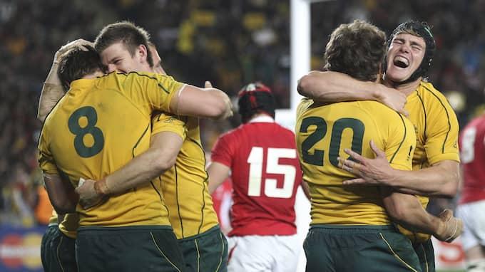 Det australiska landslaget firar sitt VM-brons från 2011. Foto: ROB GRIFFITH / AP