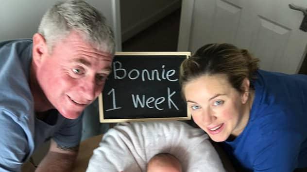 Jenny och Steve med sin dotter. Foto: Privat