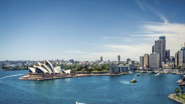 Sydney är Australiens mest folktäta stad och här hittar du allt från kultur och shopping till härligt strandhäng längs den 90 kilometer långa kustremsan.