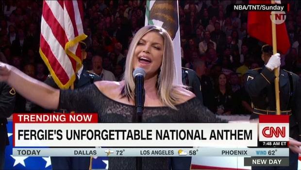 Fergie framför amerikanska nationalsången