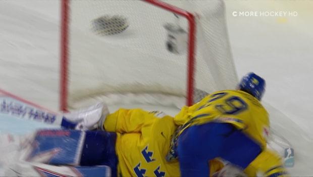 Nylander knockar Henke Lundqvist i superglädje efter VM-guldet