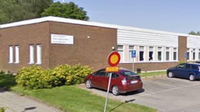 Under den senaste tiden har Bodaskolan i Borås utsatts för flera fall av att fyrverkerier avfyrats inomhus. Nu senast i måndags när en lärare fick skador på hörseln.