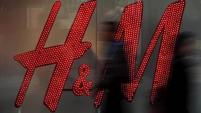 Den schweiziska storbanken Credit Suisse sänker riktvärdet för H&M:s aktie till udner 200 kronor. Bankens analytiker anser att den framtida aktiekursen bör ligga på 185 kronor. Foto: PHIL NOBLE / REUTERS X01988