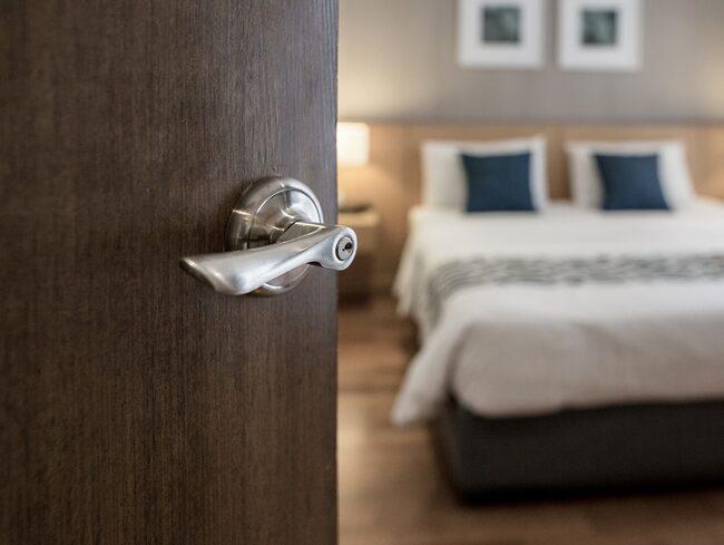 Många gäster på hotell glömmer saker i hotellets kassaskåp.