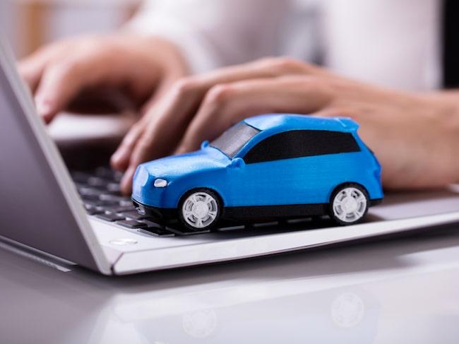 Många väljer att sälja sin bil på nätet – och man når fler genom att skriva annonsen på engelska.